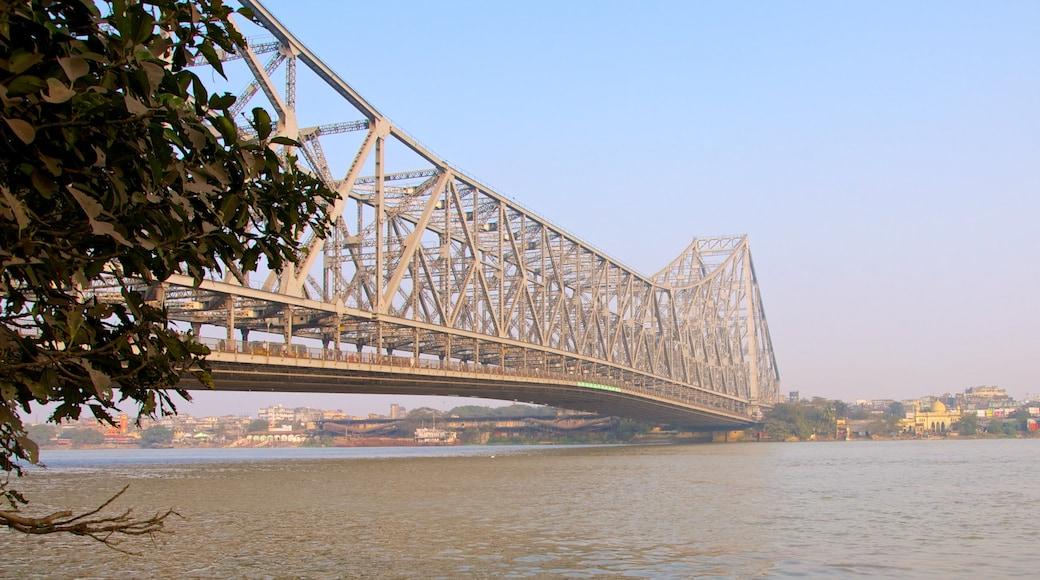하우라 브리지 을 보여주는 다리 과 강 또는 시내