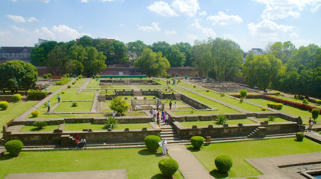 Shaniwar Wada showing a garden