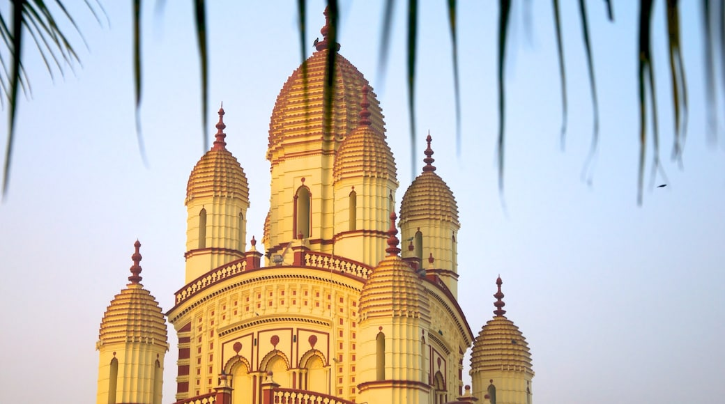 Dakshineswar Kali Temple showing religious elements and a temple or place of worship