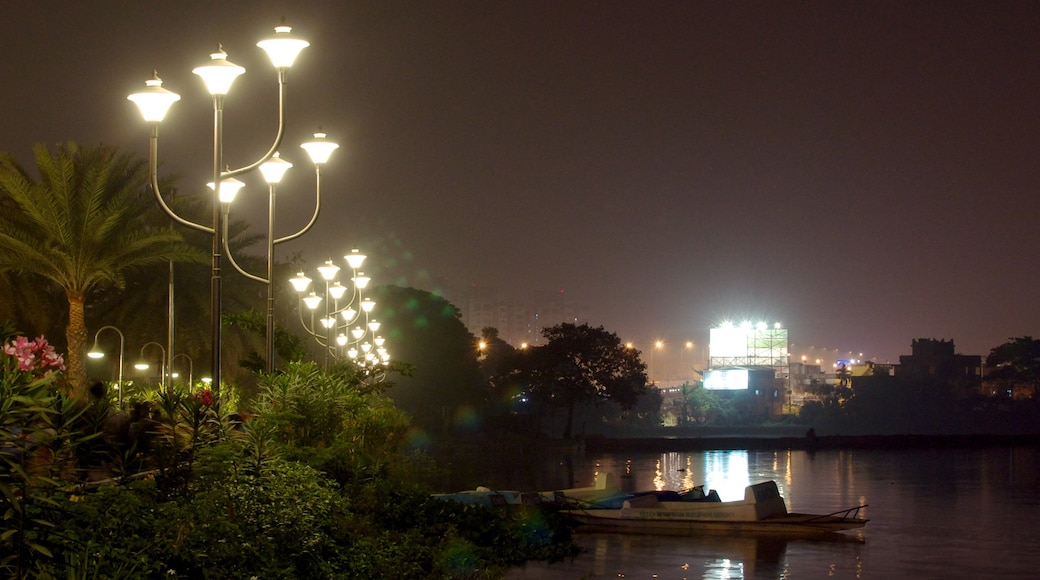 Kolkata showing a city, a lake or waterhole and night scenes