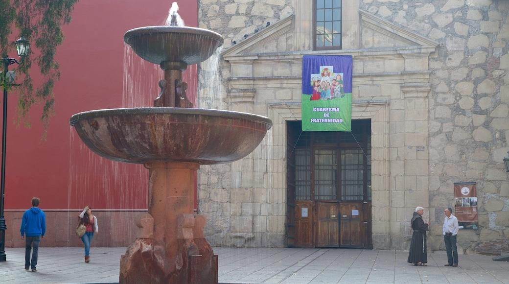 Kirche San Francisco das einen Springbrunnen und Platz oder Plaza