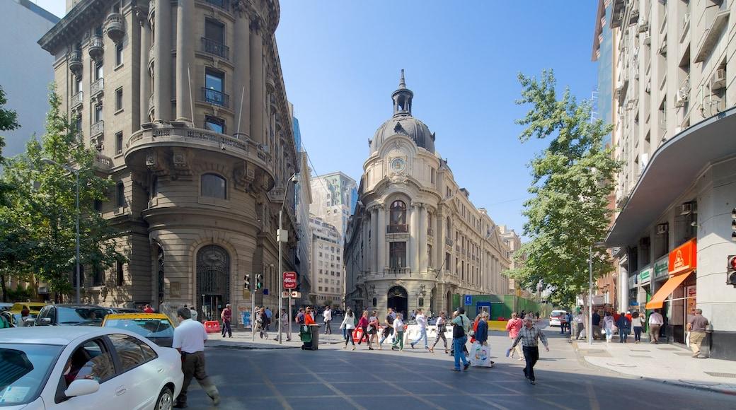 Santiago Metropolitan Region featuring street scenes as well as a large group of people