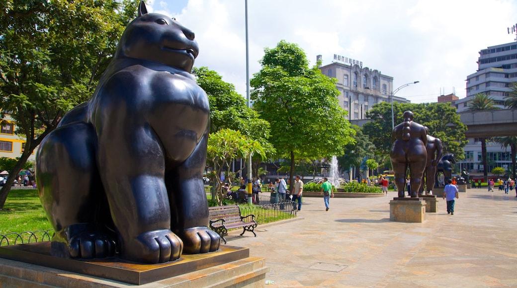 Parque de Esculturas da Plaza Botero que inclui arte ao ar livre e uma praça ou plaza