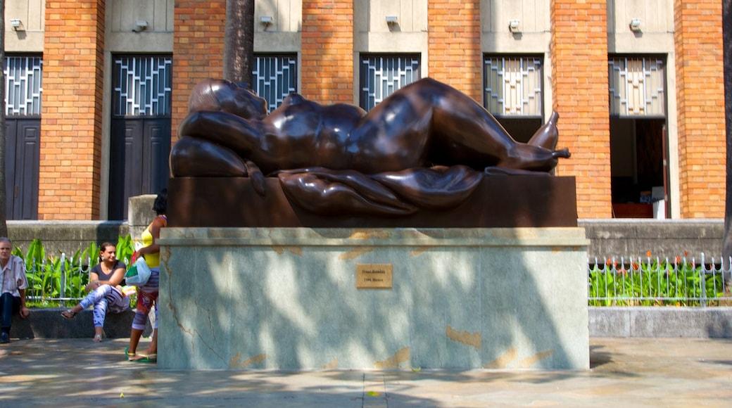 Parque de Esculturas da Plaza Botero caracterizando cenas de rua e arte ao ar livre