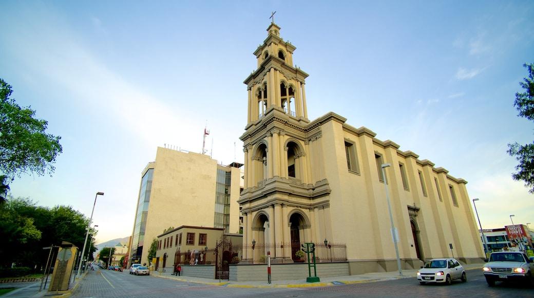 Iglesia Sagrado Corazón de Jesús ofreciendo una ciudad, escenas urbanas y una iglesia o catedral