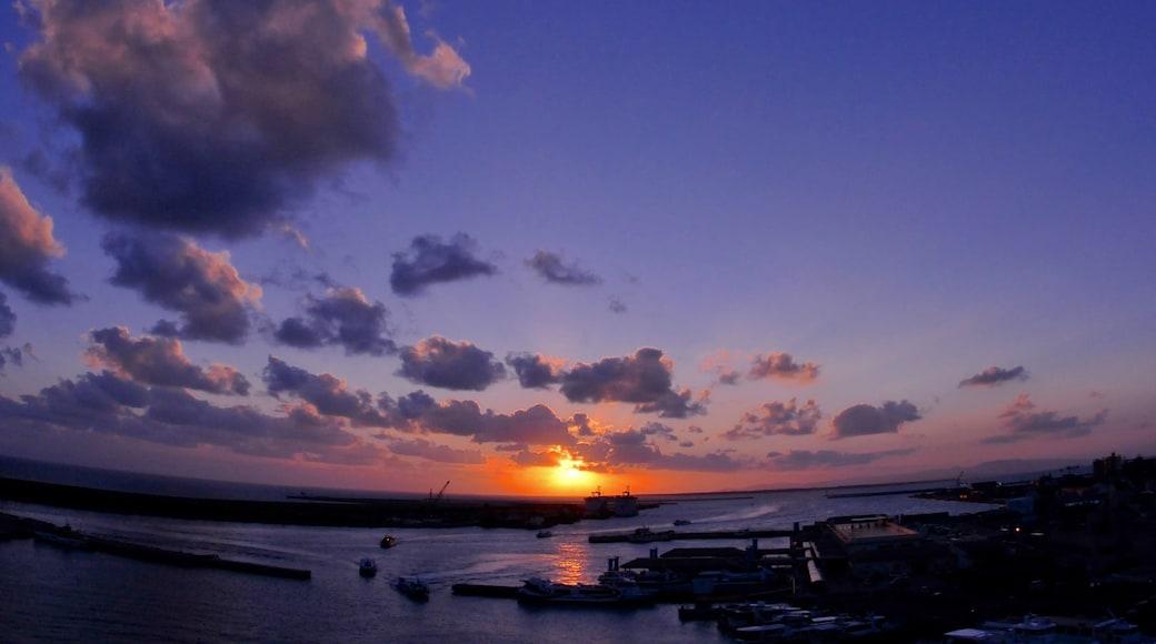 沖繩 呈现出 夕陽, 小港灣 和 山水美景