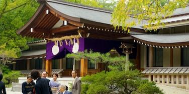 熱田神宮 设有 廟宇或禮拜堂 和 歷史建築
