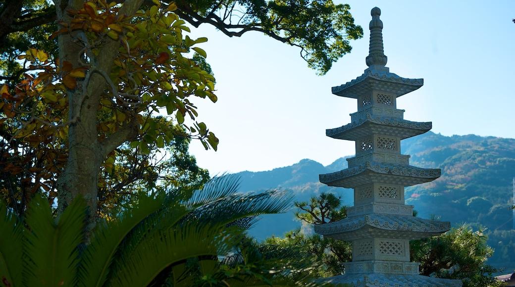 安樂寺 呈现出 山水美景, 宗教方面 和 廟宇或禮拜堂