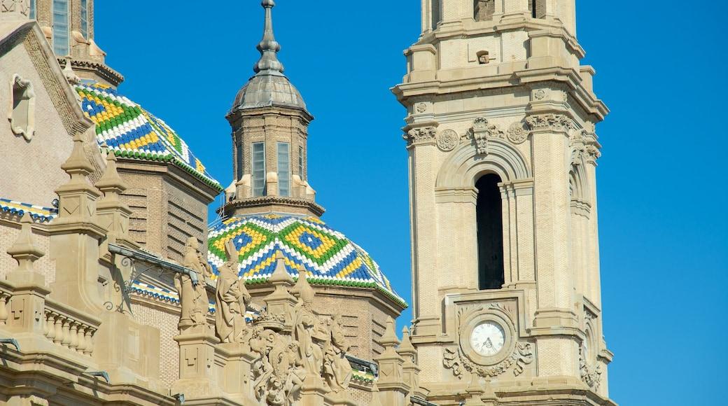 Zaragoza mostrando aspectos religiosos y una iglesia o catedral