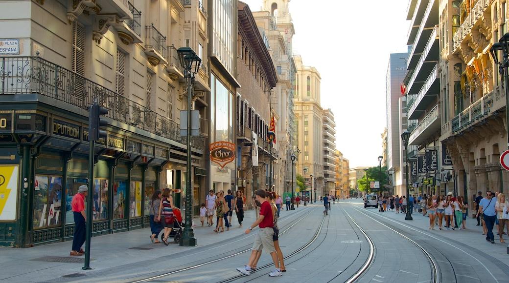 Zaragoza que incluye arquitectura patrimonial, una ciudad y escenas cotidianas