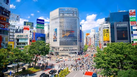 Shibuya showing a high rise building, street scenes and modern architecture
