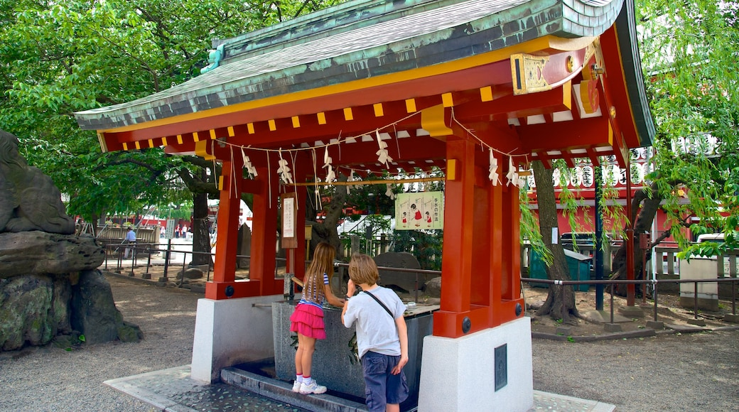 Asakusa Shrine showing a temple or place of worship and religious elements as well as children