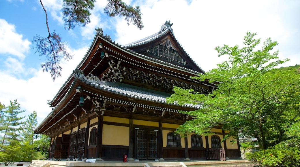 南禪寺 呈现出 廟宇或禮拜堂, 歷史建築 和 宗教元素
