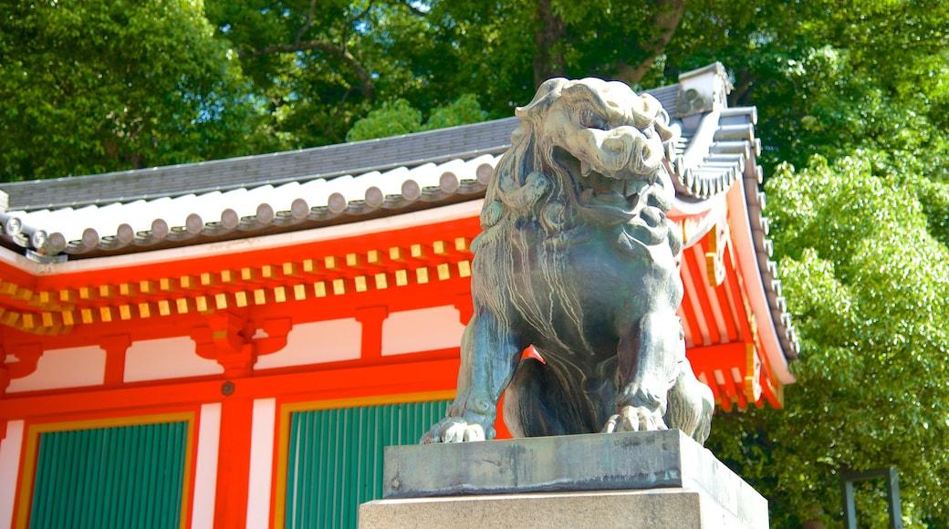 八坂神社 呈现出 宗教方面 和 雕像或雕塑