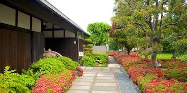 Hakutsuru Sake Brewery Museum showing flowers and a garden
