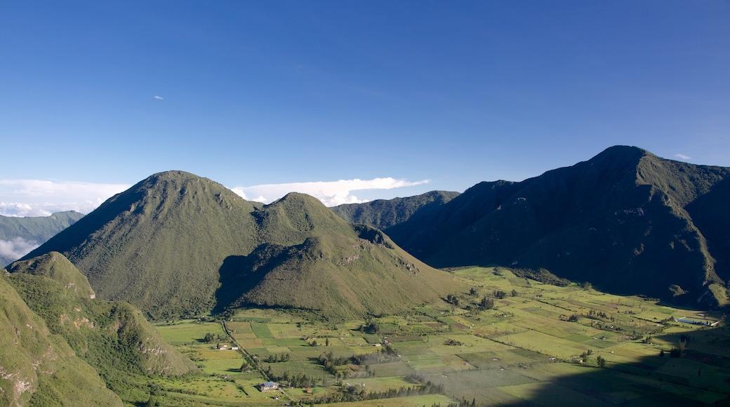 Quito que incluye tierras de cultivo, vistas de paisajes y montañas