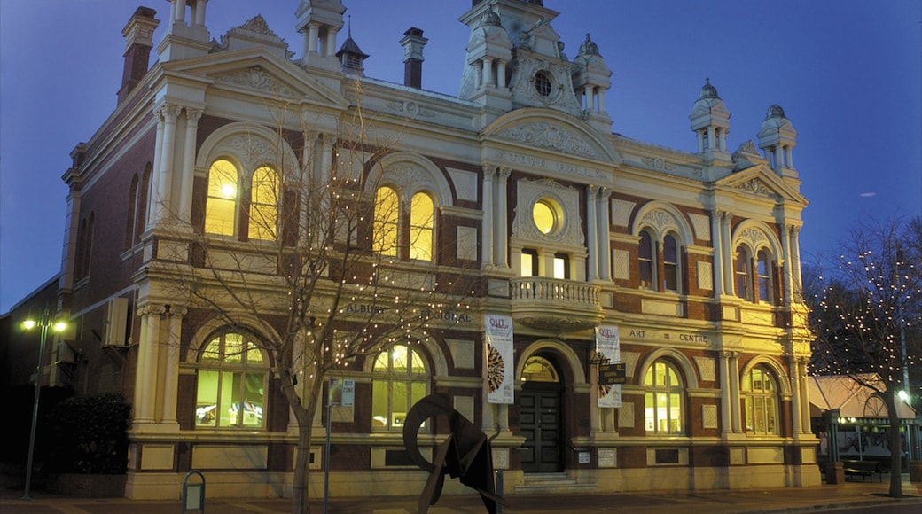 Albury which includes a city and heritage architecture