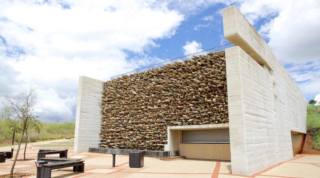 Maropeng which includes outdoor art and art