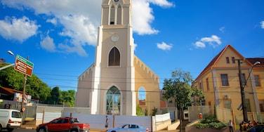 Catedral de São João Batista caracterizando aspectos religiosos, uma cidade e uma cidade pequena ou vila