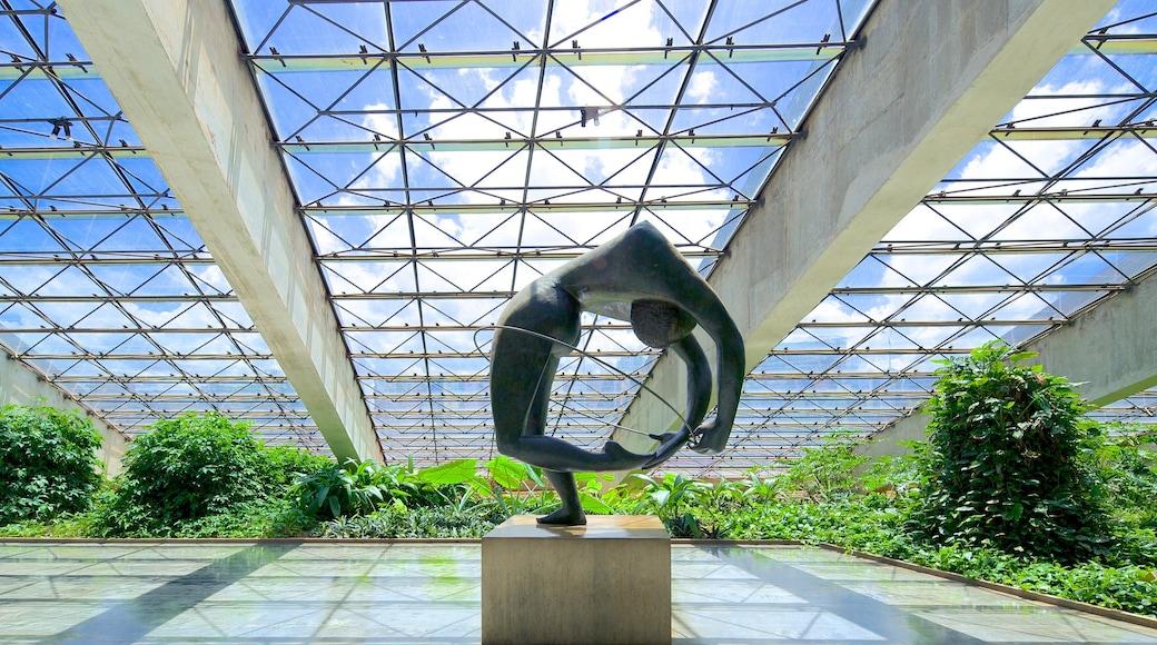 Teatro nacional Claudio Santoro mostrando arquitectura moderna, arte y vista interna