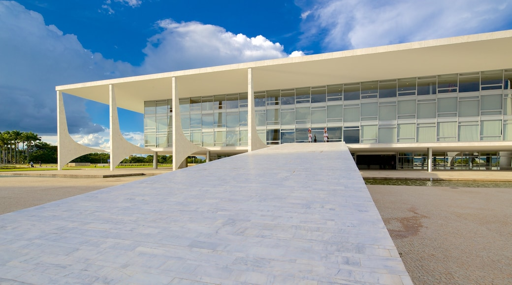 Planalto Palace featuring chateau or palace, modern architecture and a city