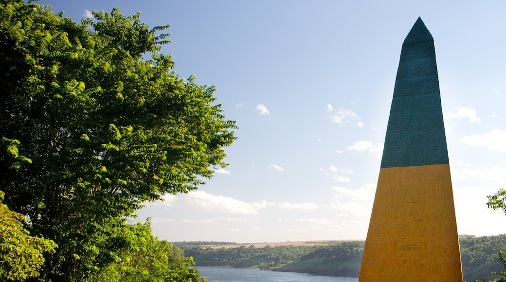 Hito Tres Fronteras que incluye un monumento