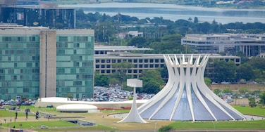 Brasilia showing modern architecture, a monument and a city