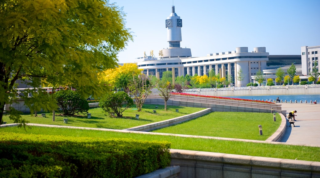Tianjin featuring modern architecture, a city and a park