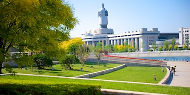 Tianjin featuring modern architecture, a city and a garden