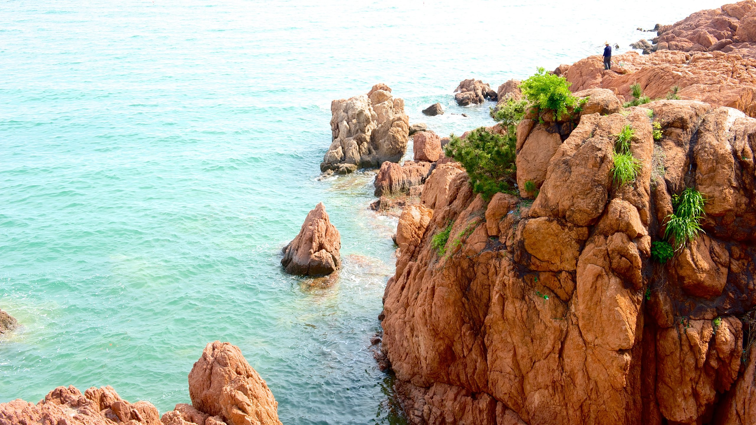 Number 1 Beach which includes rocky coastline