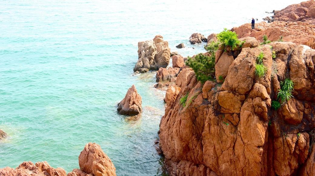Number 1 Beach featuring rocky coastline