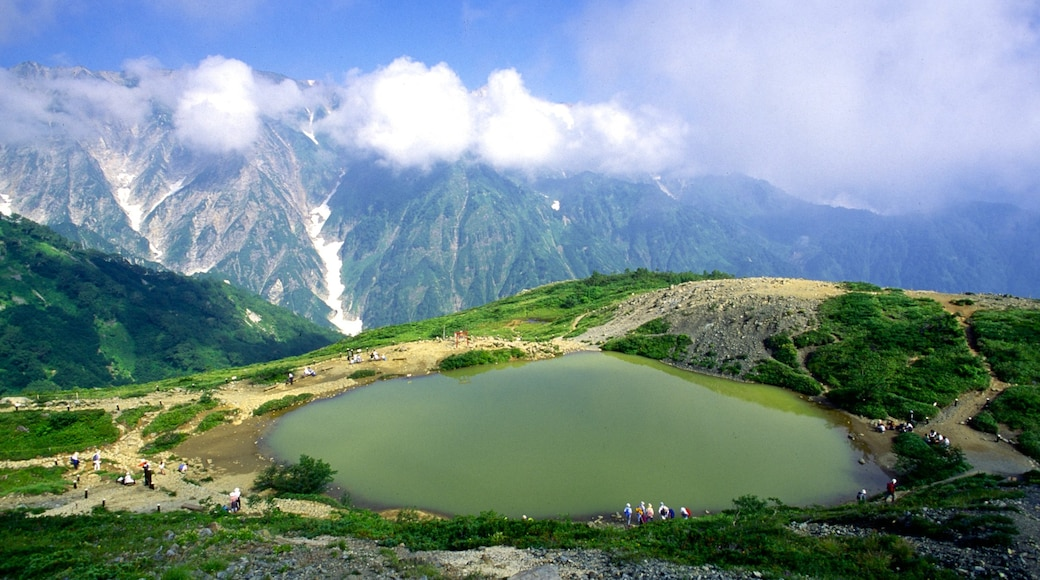 Nagano which includes mountains and a lake or waterhole