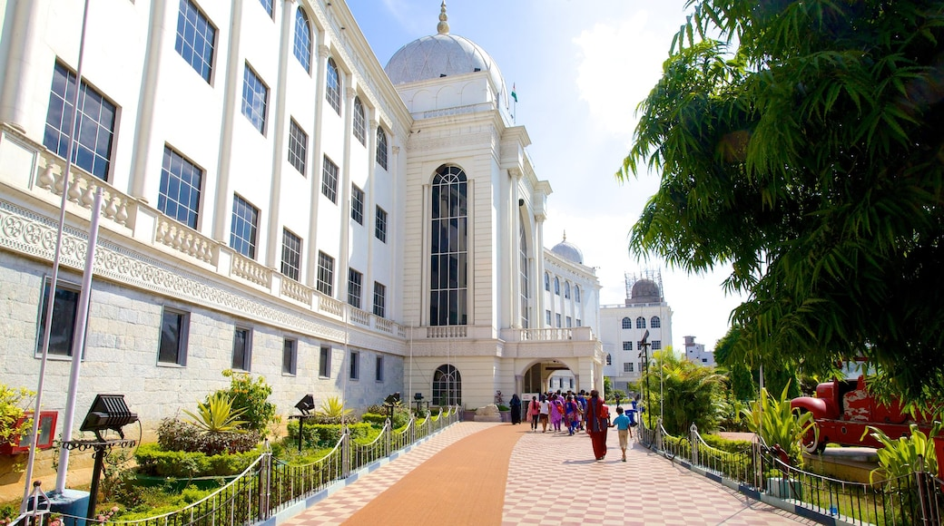 Salar Jung Museum which includes a city