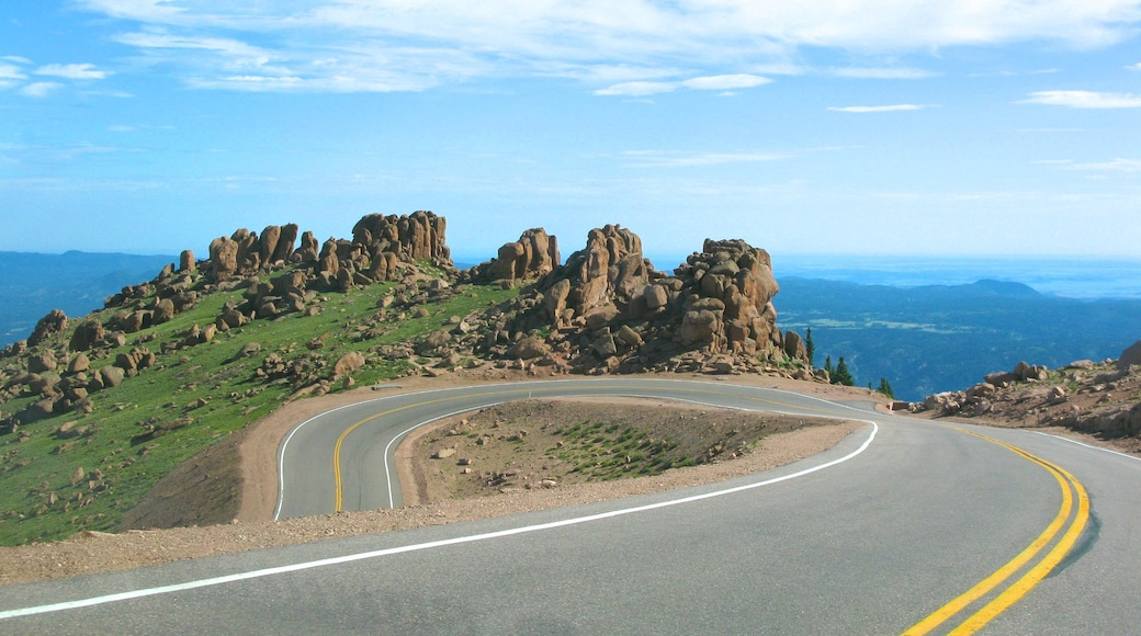 Pikes Peak featuring landscape views