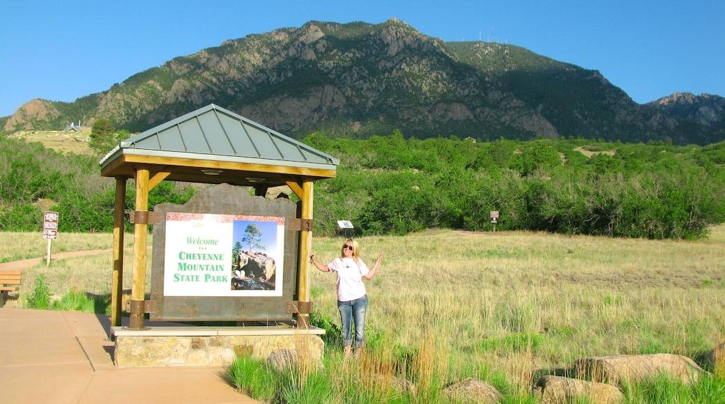 Cheyenne Mountain das einen Beschilderung