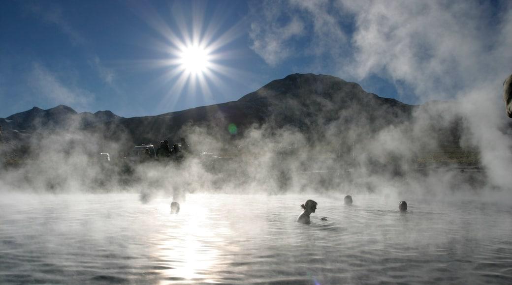 智利 其中包括 溫泉, 薄霧或有霧氣 和 游泳