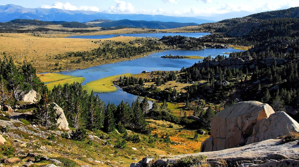 Font-Romeu-Odeillo-Via qui includes panoramas et lac ou étang