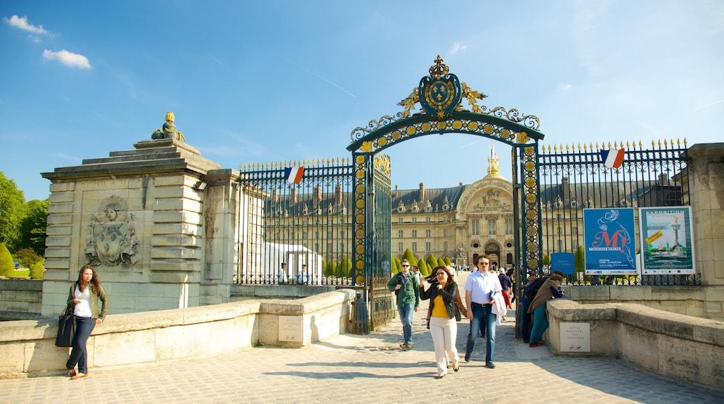 榮軍院 呈现出 城堡或宮殿 和 歷史建築