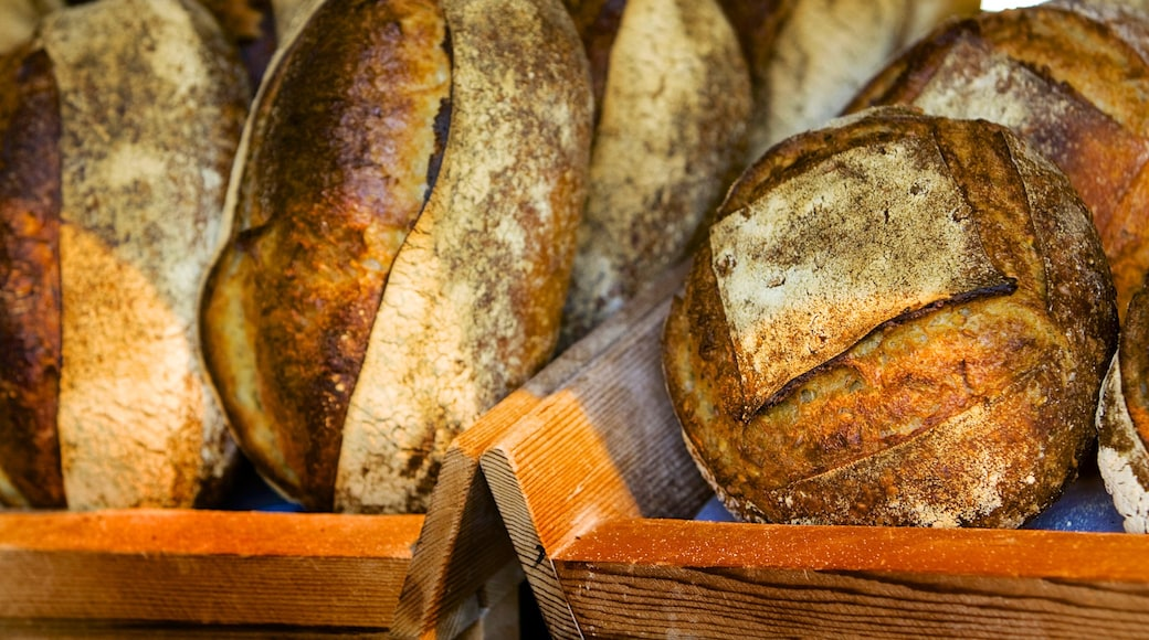 Yarra Valley showing food