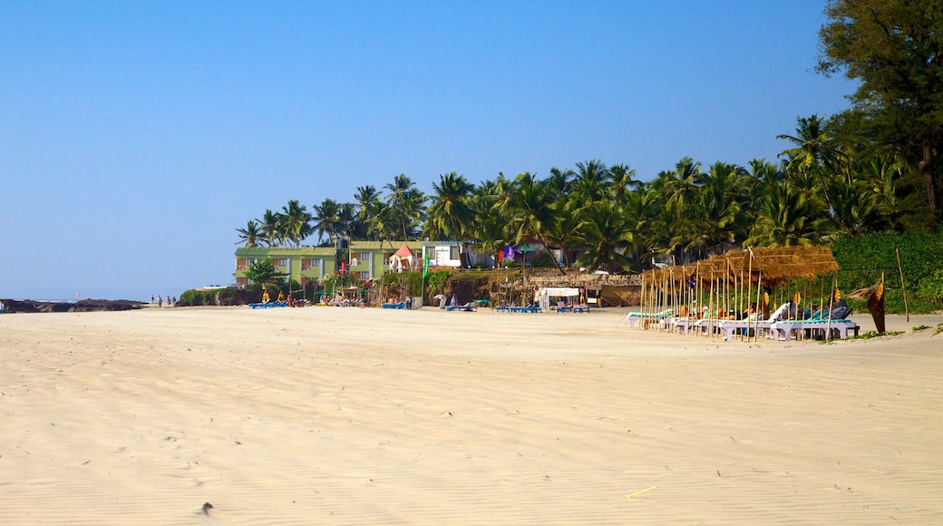 Praia de Ashvem caracterizando uma praia de areia