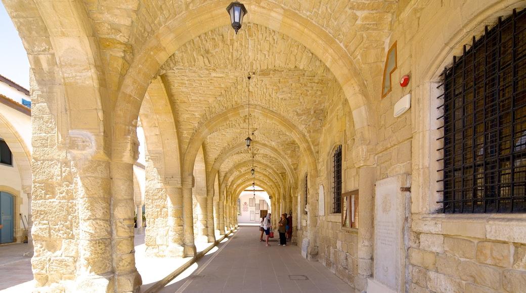Église de Saint Lazarus montrant église ou cathédrale et éléments religieux