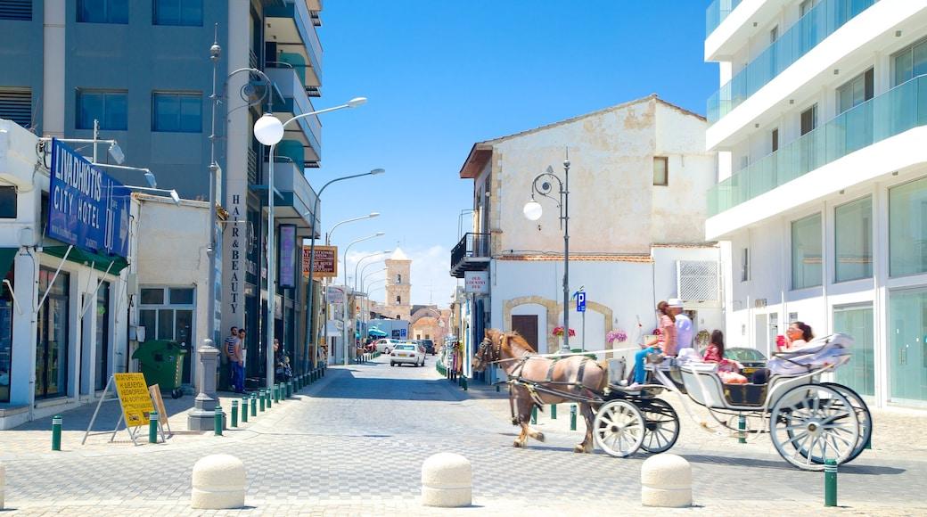 Larnaca qui includes animaux terrestres et scènes de rue