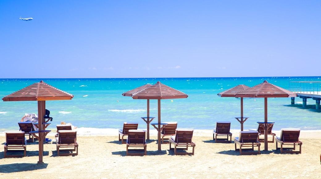 Plage de Finikoudes montrant plage de sable