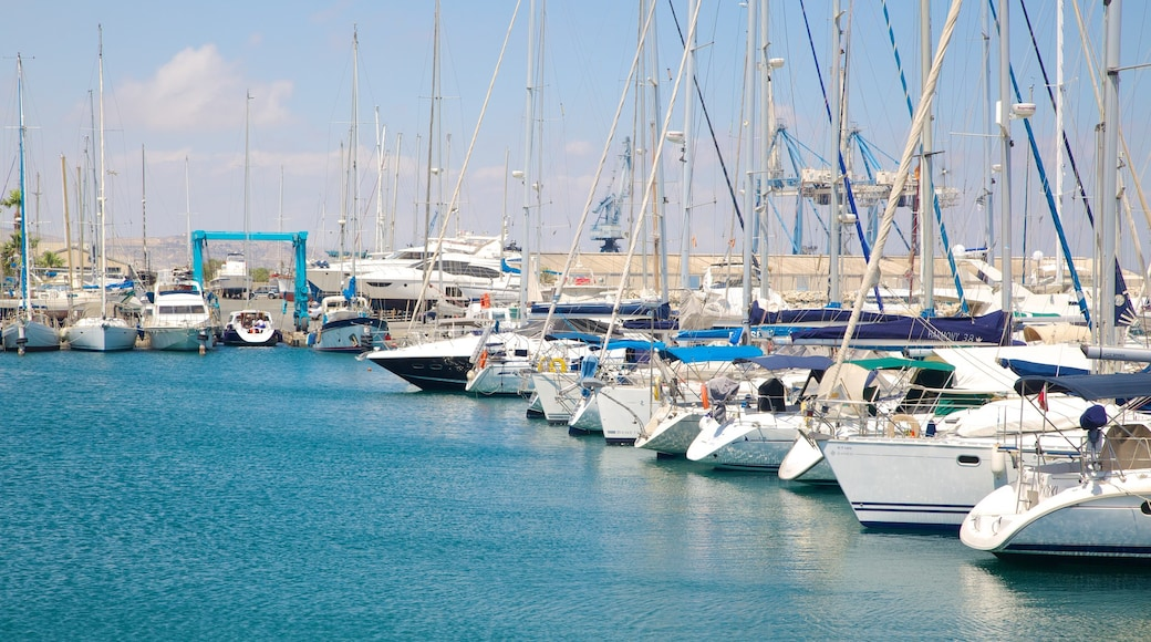 Port de Larnaca qui includes marina