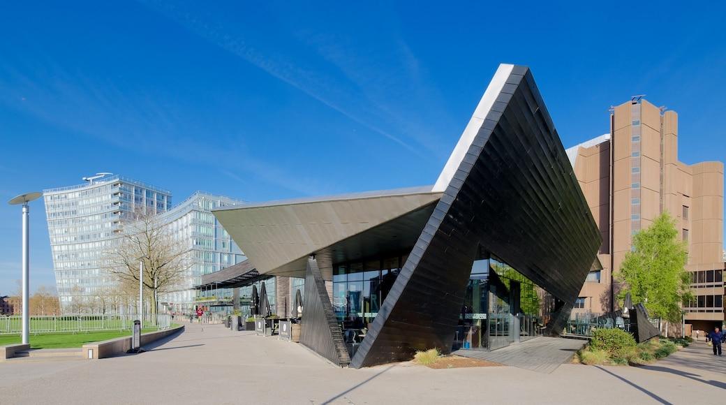 Liverpool ONE som viser torg eller plass og moderne arkitektur
