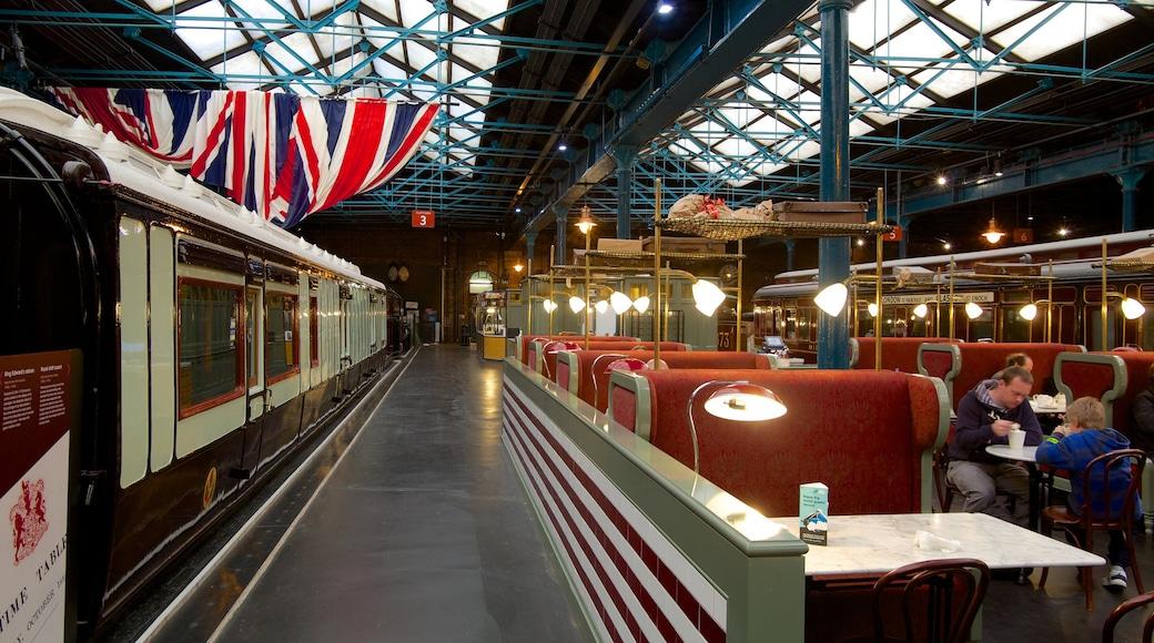Nationaal spoorwegmuseum van York inclusief cafésfeer, spoorwegen en interieur