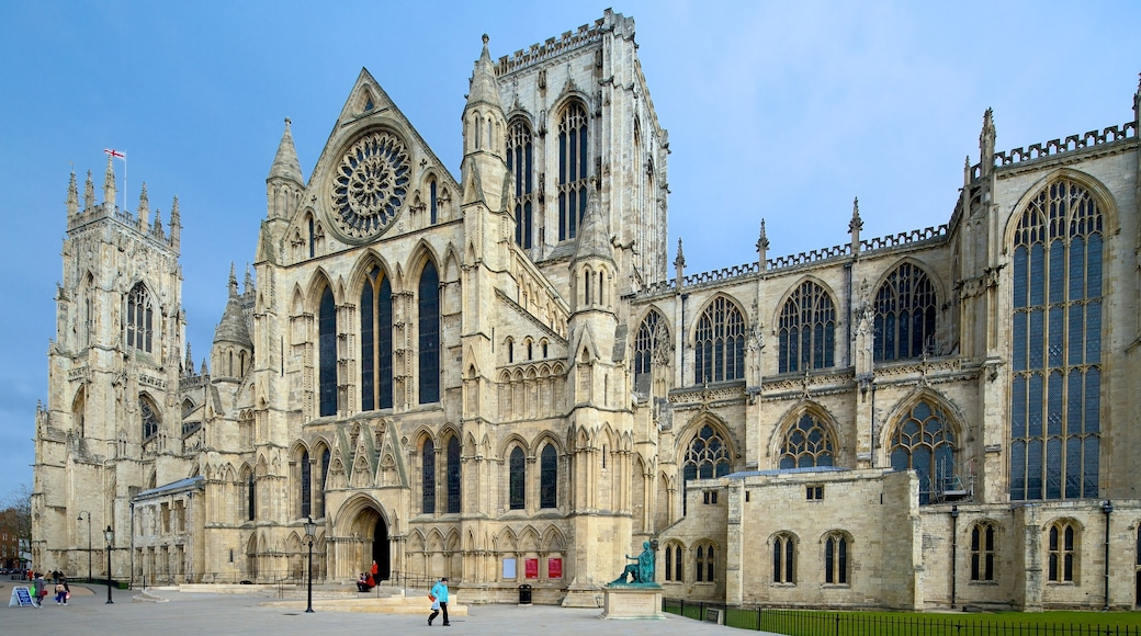 York Minster featuring a castle, heritage architecture and a square or plaza