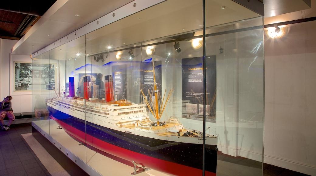 Merseyside Maritime Museum welches beinhaltet Innenansichten