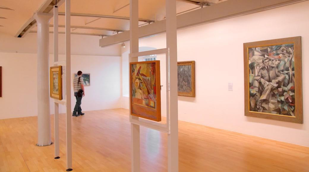 Tate Liverpool welches beinhaltet Innenansichten und Kunst