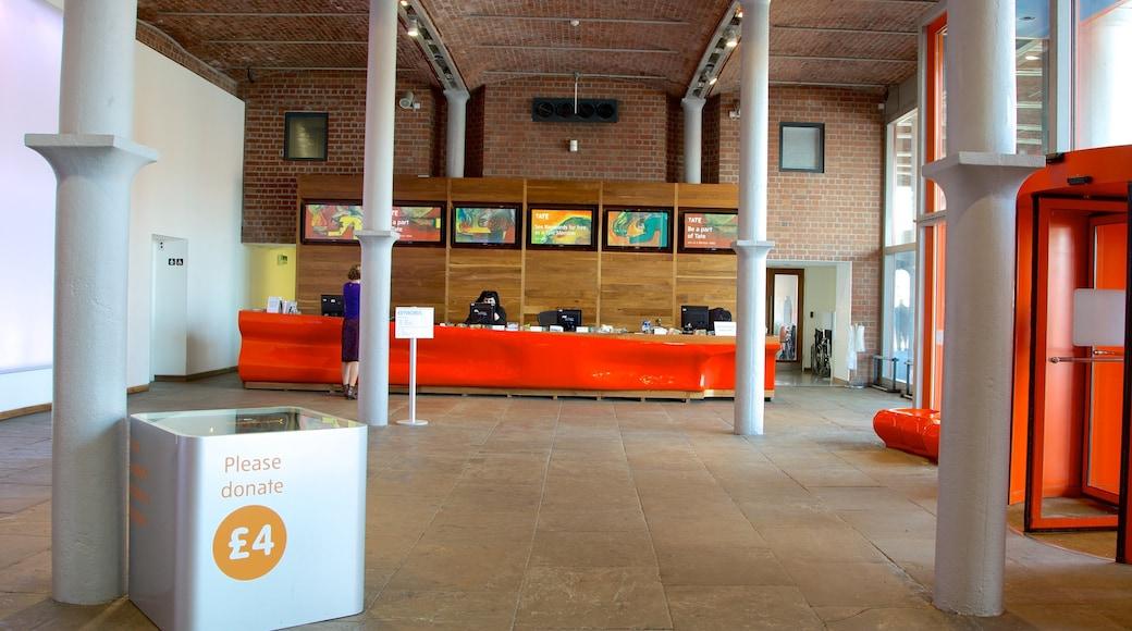 Tate Liverpool mit einem Kunst und Innenansichten